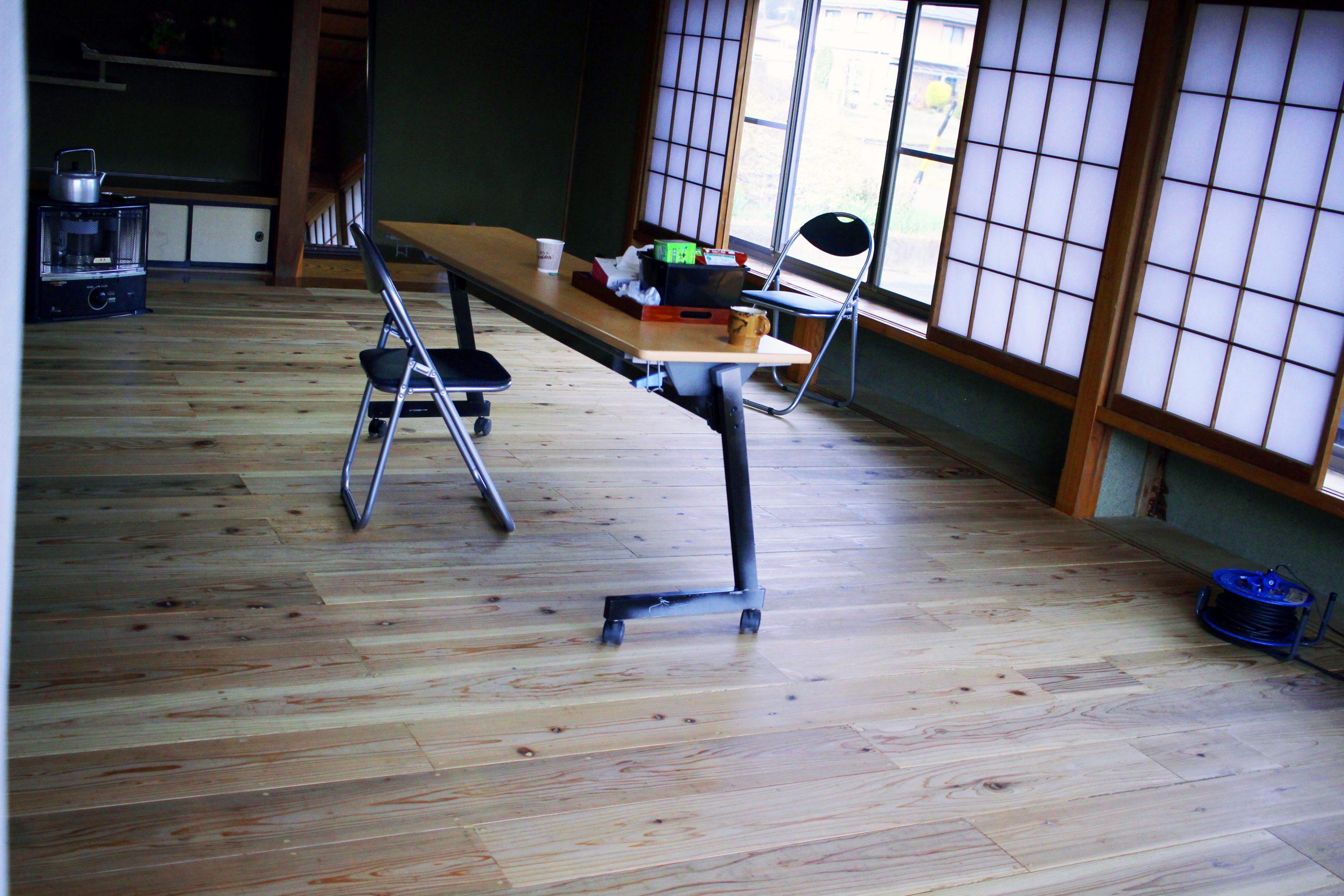 井口さんがDIYでつくった板張りの稽古場