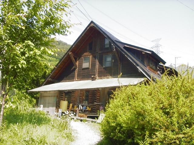 自然に囲まれた上田市真田のにある『風の工房』
