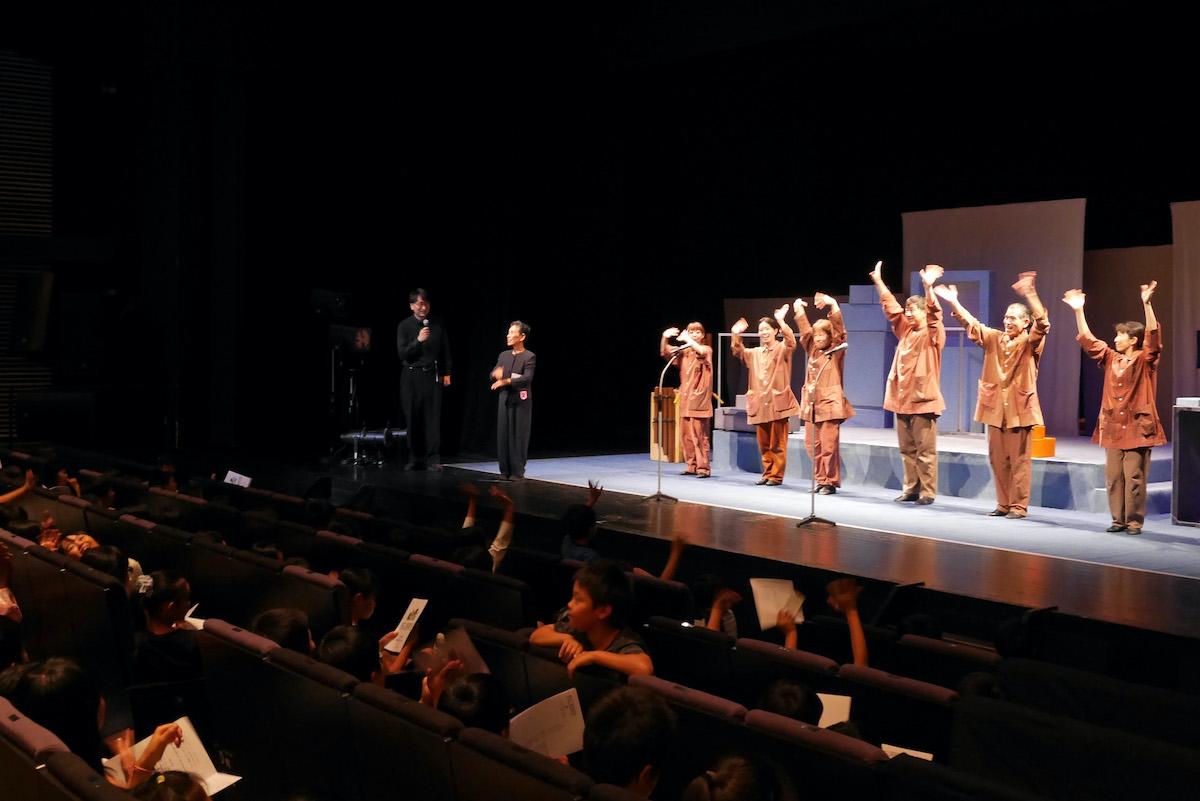 茅野市民館 みんなの劇場「はこ/BOXES じいちゃんのオルゴール♪」デフ・パペットシアター・ひとみ(2019年)